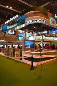 El stand de República Dominicana muestra un moderno aspecto con tecnología de punta dónde exhibe sus principales atractivos turísticos.