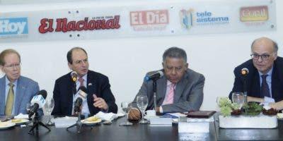 José Luis Corripio Estrada, Daniel Biran, Juan Bolívar Díaz y Herbert Stern en el Almuerzo Semanal del Grupo de Comunicaciones Corripio.  Elieser Tapia