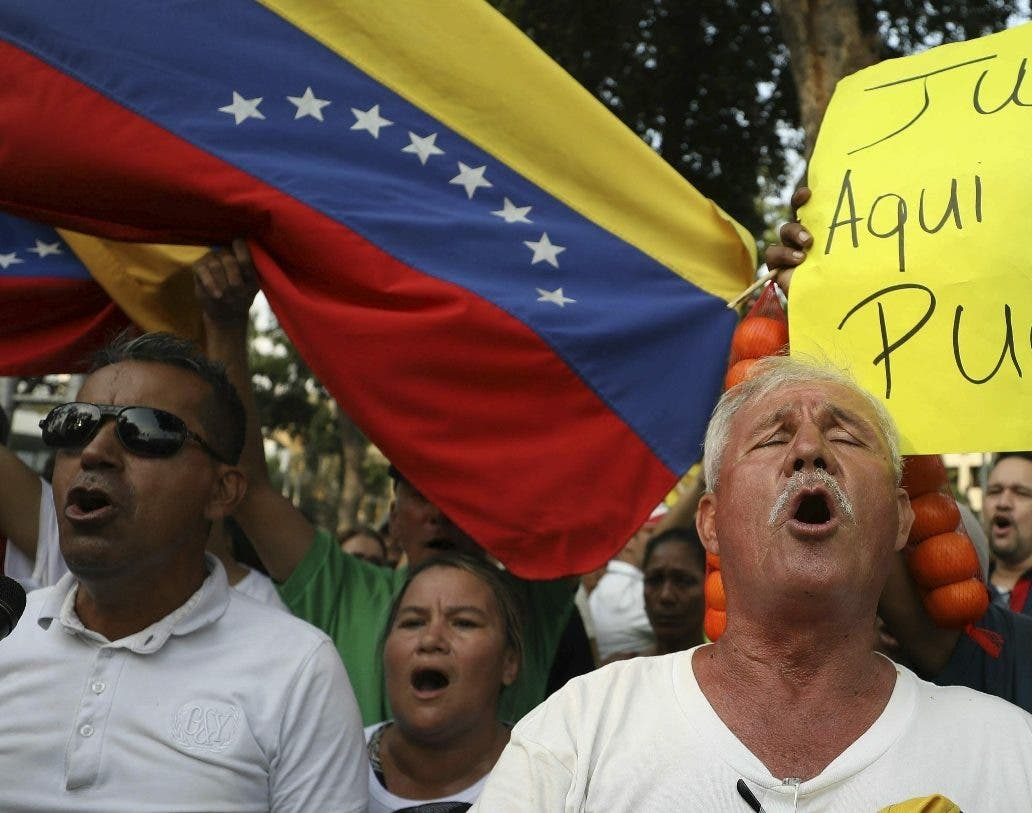 Una multitud apoyó los reclamos de ayuda humanitaria.