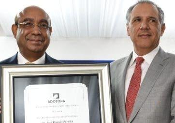 Adozona reconoce labor José Ramón Peralta