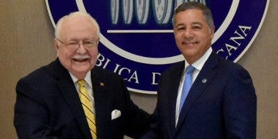 Antonio Isa Conde y Donald Guerrero firmaron acuerdo.