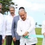 Danilo Medina durante el corte de la cinta. fuente externa