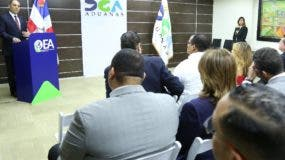 Enrique Ramírez habla en certificación de empresas.