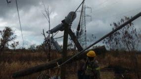 Brigadas de la ETED trabajan en rehabilitación de redes.
