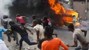 Los manifestantes ocupan las calles de Puerto Príncipe.