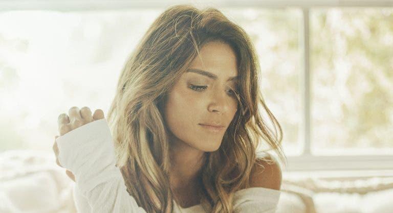 La cantautora romántica Kany García.  Archivo