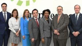 Magín  Díaz junto a representantes del sector empresarial.
