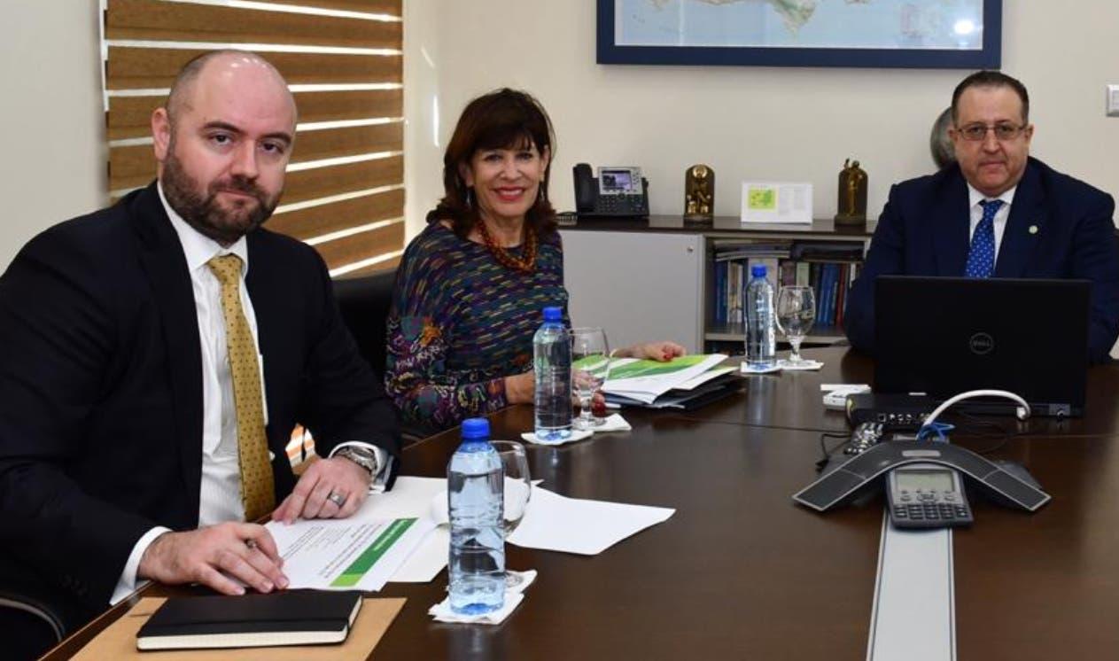 Magín Díaz expuso  avances de la entidad a Robin S. Bernstein, embajadora de Estados Unidos.