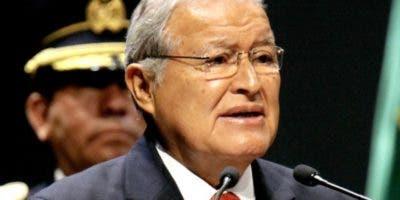 El presidente  Salvador Sánchez Cerén con la comitiva.