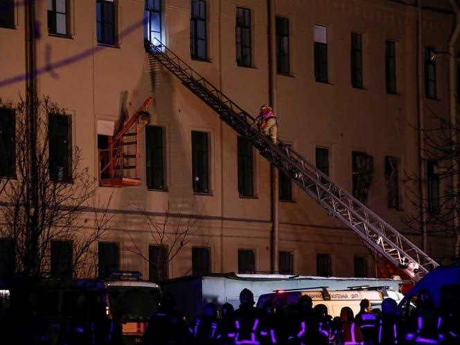 El desplome se produjo en el techo que separa el quinto piso del cuarto piso.