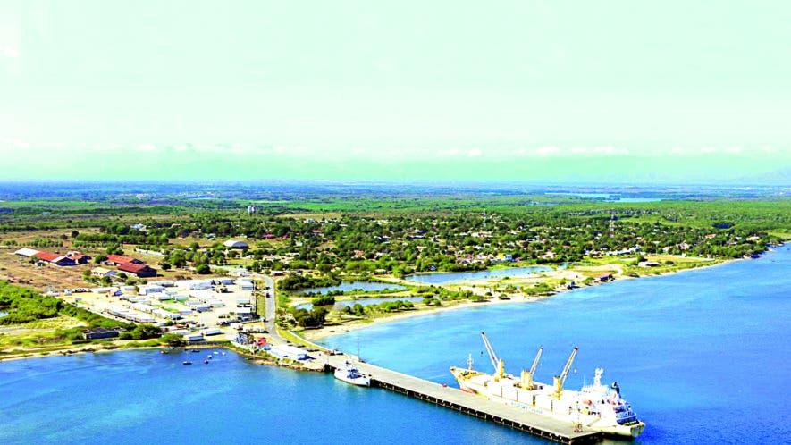 Este puerto fue construido en los años cincuenta y sirve para  importar carga a granel. Sus operaciones se basan principalmente en la exportación de contenedores refrigerados.  archivo