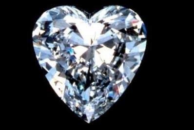 En Rusia hallan diamante en forma corazón