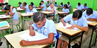 Rivero dice  que el Estado debe  construir aulas para  acceso universal de niños    de  3  y 4 años.
