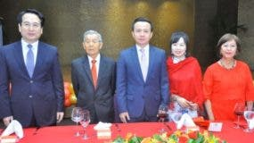Tan Tianxing, Suking Fung, Zhang Run, Niyan Duan y Rosa Ng durante la celebración.