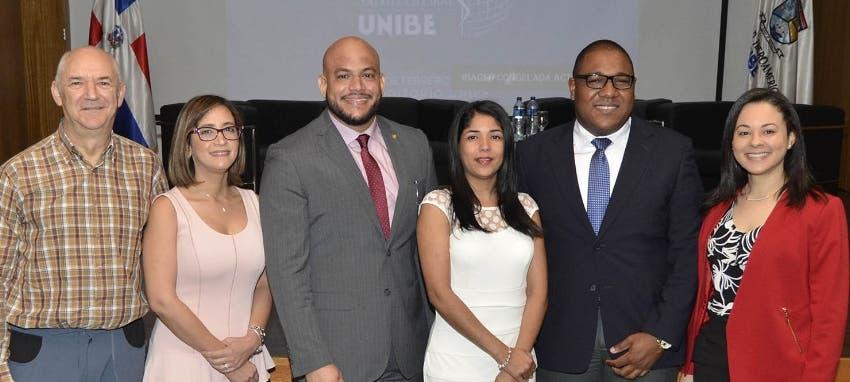 Juan Rueda Sevilla, Jenny Cepeda, Roberto Paulino Ramírez, Estefani Sánchez, Arismendy Benítez y Ninoska Abreu.