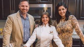 Rosanna Ovalles junto a los conductores de  Vive tu día,   Enzor Rosa y Eishamarie Rivera.