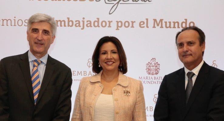 Ventura Serra, Margarita Cedeño de Fernández y Fernando Gómez.