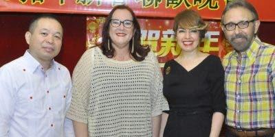 Pony Cheng,  Janet Camilo Hernández,  Fe María de Aja y Edmundo Aja.