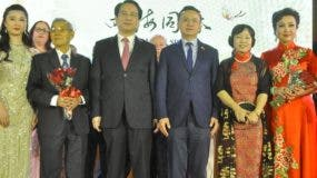Suking Fung, Tan Tianxing, Zhang Run, Niyan Duan junto artistas de China.