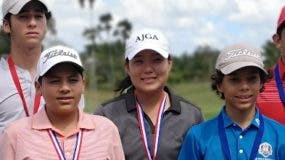 Parte de los participantes en el torneo de golf.