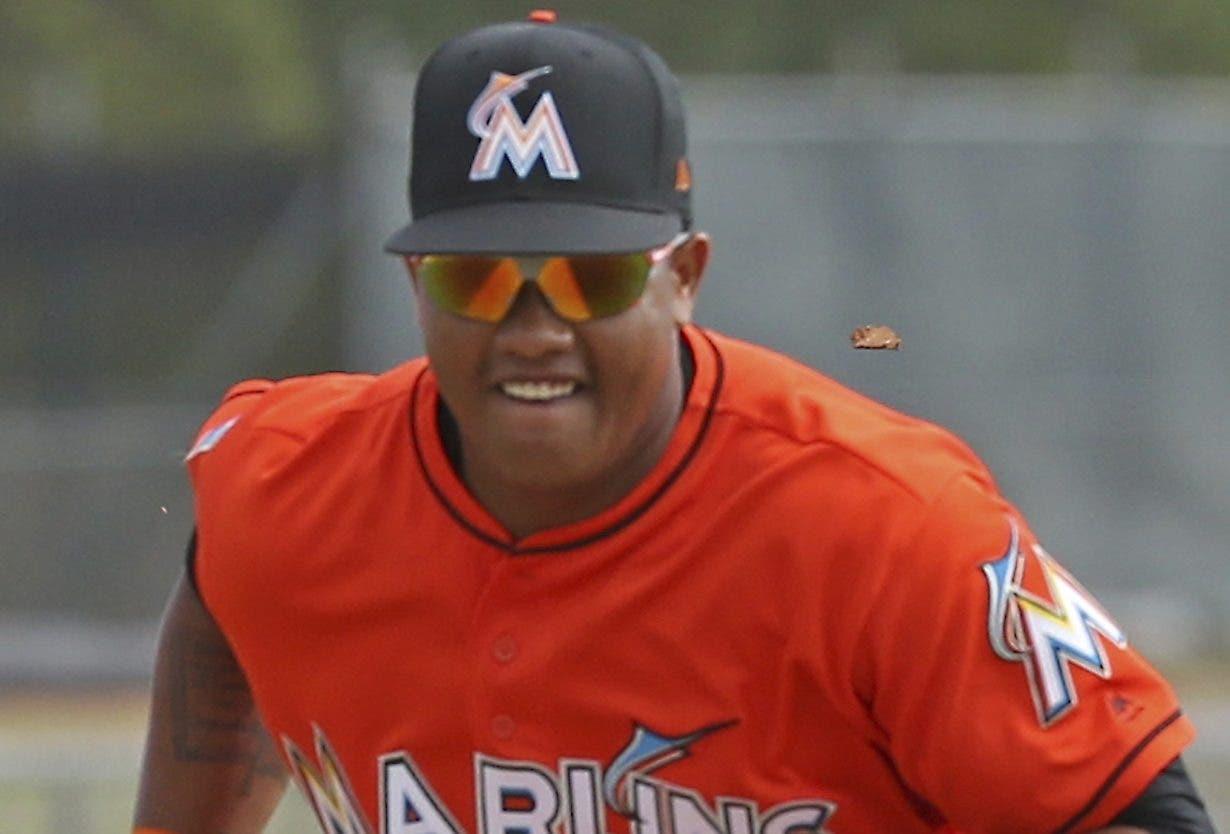 El dominicano Starlin Castro es de los jugadores más veteranos en el equipo de los Marlins.  AP