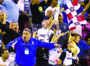 Fanáticos dominicanos celebran la clasificación. alberto calvo