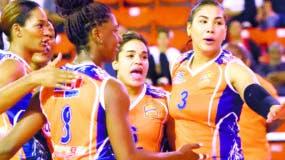 Las Caribeñas celebran la corona obtenida en el torneo del año pasado.