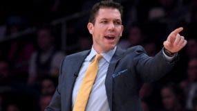 Luke Walton está atravesando por un mal momento como entrenador de los  Lakers.  AP