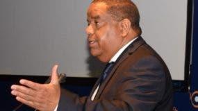 El ministro Danilo Díaz habla en la asamblea del Cade.