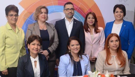 Miembros de la entidad durante la rueda de prensa.