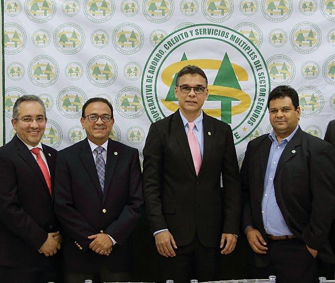 Integrantes del Consejo de administración de Coopacrese.