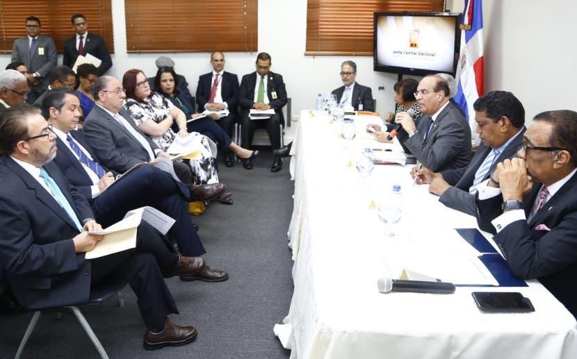 Junta Central reunida con los partidos sobre primarias.