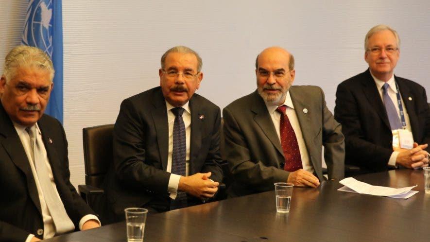 Miguel Vargas y el presidente Danilo Medina reunidos con representantes de la FAO durante su estadía en Roma.  fuente externa