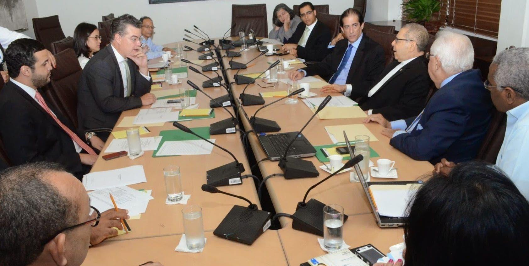 Reunión del comité coordinador del Pacto Eléctrico, durante una de las plenarias organizadas por el Consejo Económico Social.