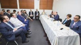 El pleno de la JCE se reunió  ayer con representantes de los partidos para tratar  la tecnología   y el presupuesto  de las primarias.