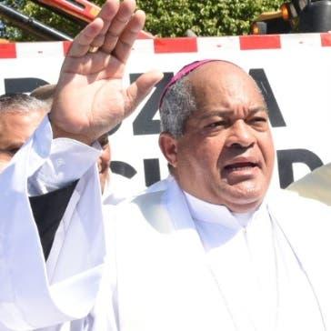 El obispo Julio César Corniel bendijo los trabajos.