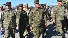 Gonell Regalado estuvo acompañado de  oficiales superiores.