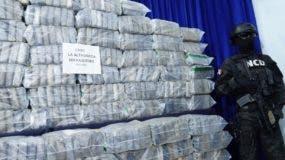 Parte de la droga presentada ayer por la DNCD en su sede.  ELIESER TAPIA