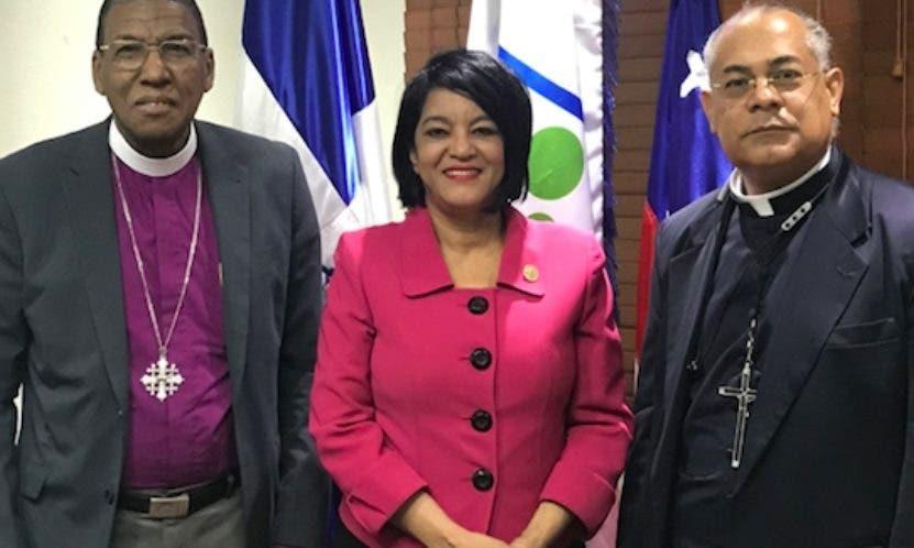 Grecia de León, Moisés Quezada y Vicente Antonio Peña.