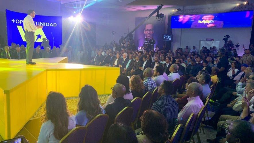 Navarro hizo el anuncio en un acto en el que presentó su precandidatura por el PLD