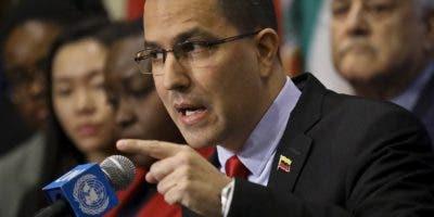 El canciller venezolano, Jorge Arreaza, volvió este viernes a lanzar acusaciones contra Colombia por supuestamente prestar su territorio para que EE.UU. ejecute una operación contra Venezuela.