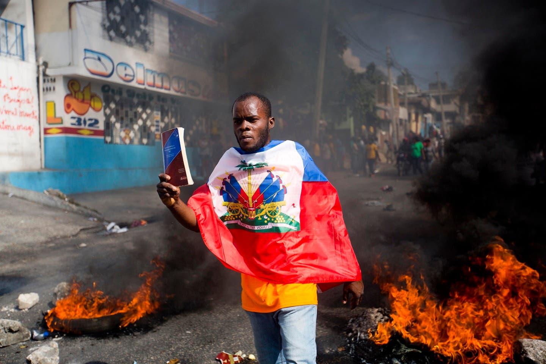 Las principales manifestaciones de este viernes se han producido en las ciudades de Cabo Haitiano y Los Cayos, así como en Gonaives, en el norte de la capital, donde tres personas murieron, presuntamente, a manos de agentes de la Policía.