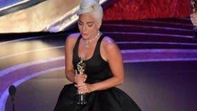 Lady Gaga gana el Oscar a la mejor canción original por 'Shallow'.