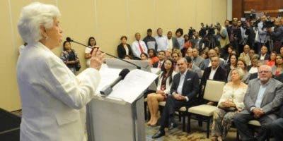 """Milagros Ortiz Bosch habla en el acto de lanzamiento del el movimiento """"Unidos por el Cambio"""" en respaldo al precandidato presidencial del Partido Revolucionario Moderno (PRM) Luis Abinader."""
