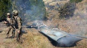 Uno de los dos aviones indios derribados cayó en territorio controlado por Pakistán.