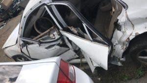 Condiciones en que quedó el vehículo donde transitaba el esposo de Sandra Ortiz.