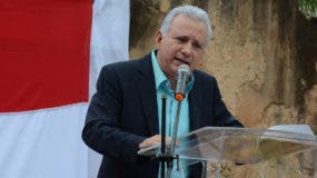 En un acto celebrado en la Puerta de la Misericordia,el empresario Antonio Taveres Guzmán habló de su inicio de campaña en contra de la reelección de Danilo Medina y la corrupción. Foto: José de León