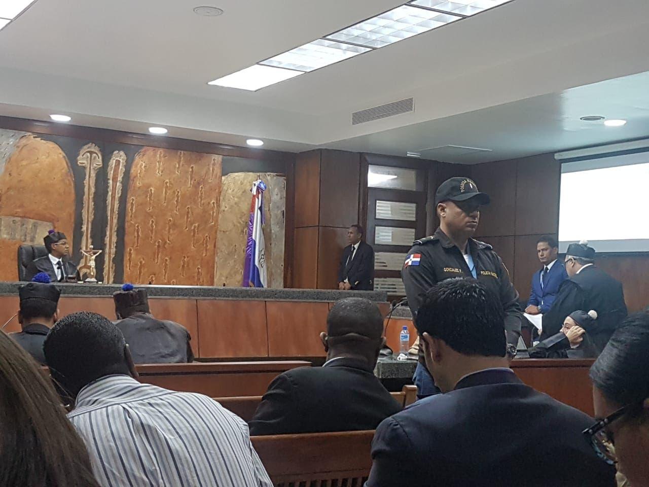 El juez Francisco Ortega escucha las conclusiones de la defensa de Díaz Rúa.