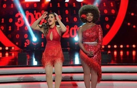 Clarissa Molina, ganadora del concurso y Amara La Negra, primera finalista.