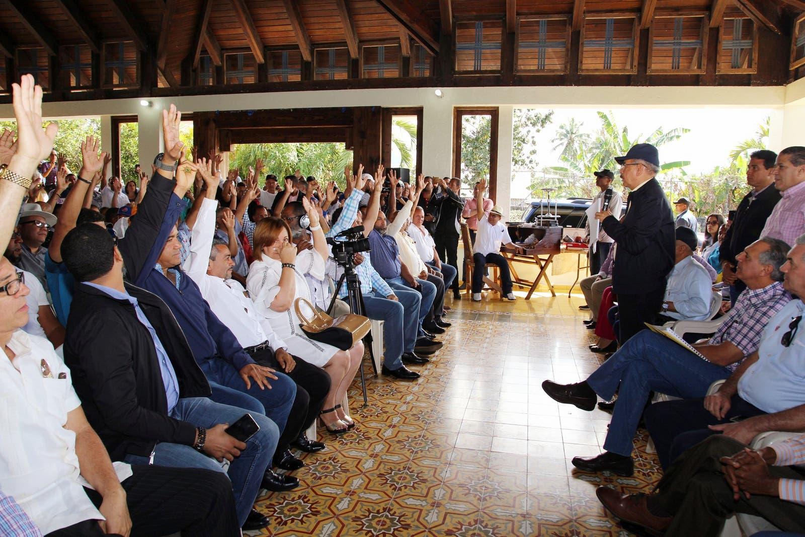 El presidente Danilo  Medina durante el encuentro con los tabacaleros.